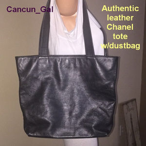 Authentic leather Chanel tote  w/dustbag